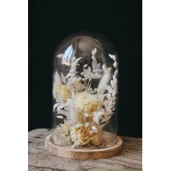 Composition de fleurs séchées sous cloche